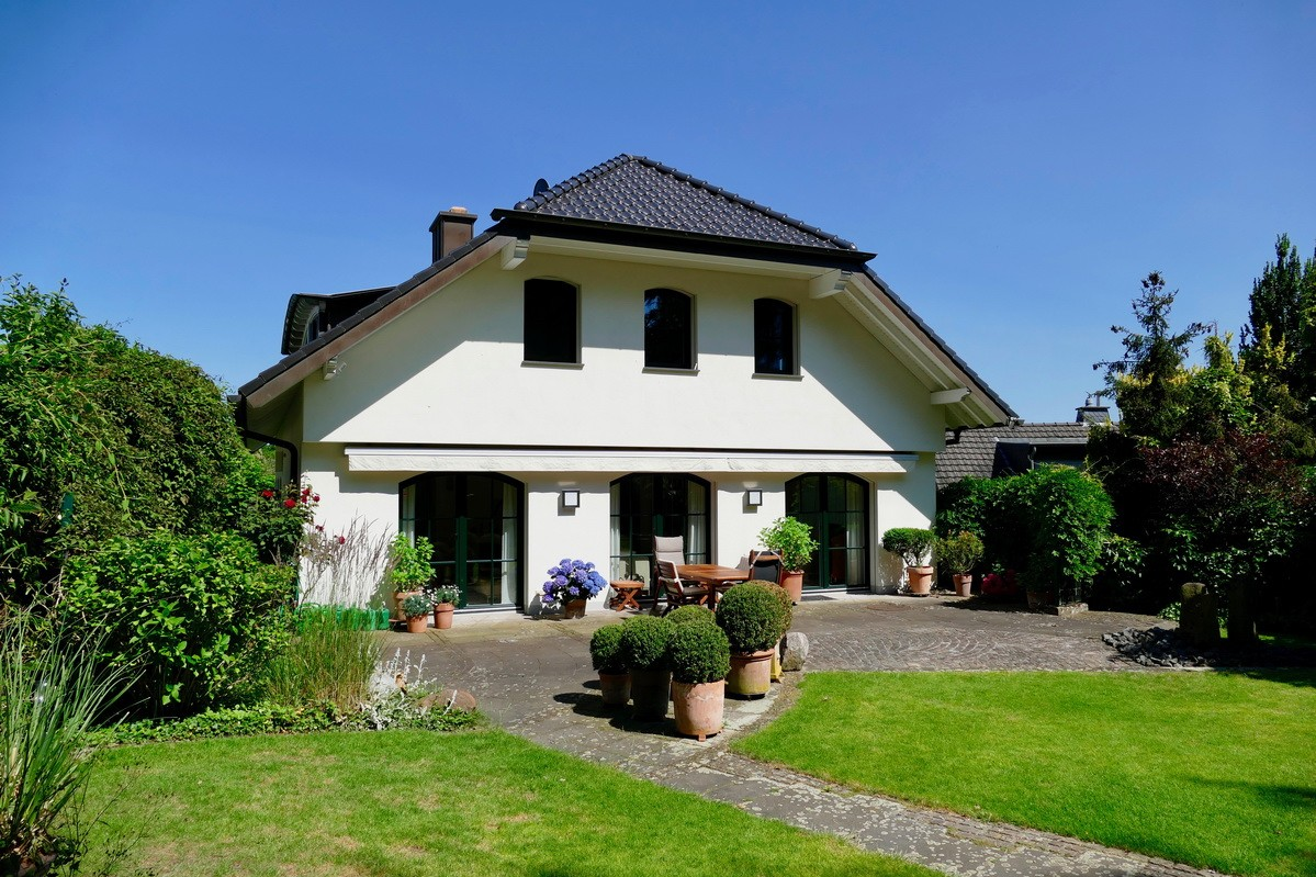 SOLD! Comfort villa with a view over Bonn in the high altitude Oedekoven