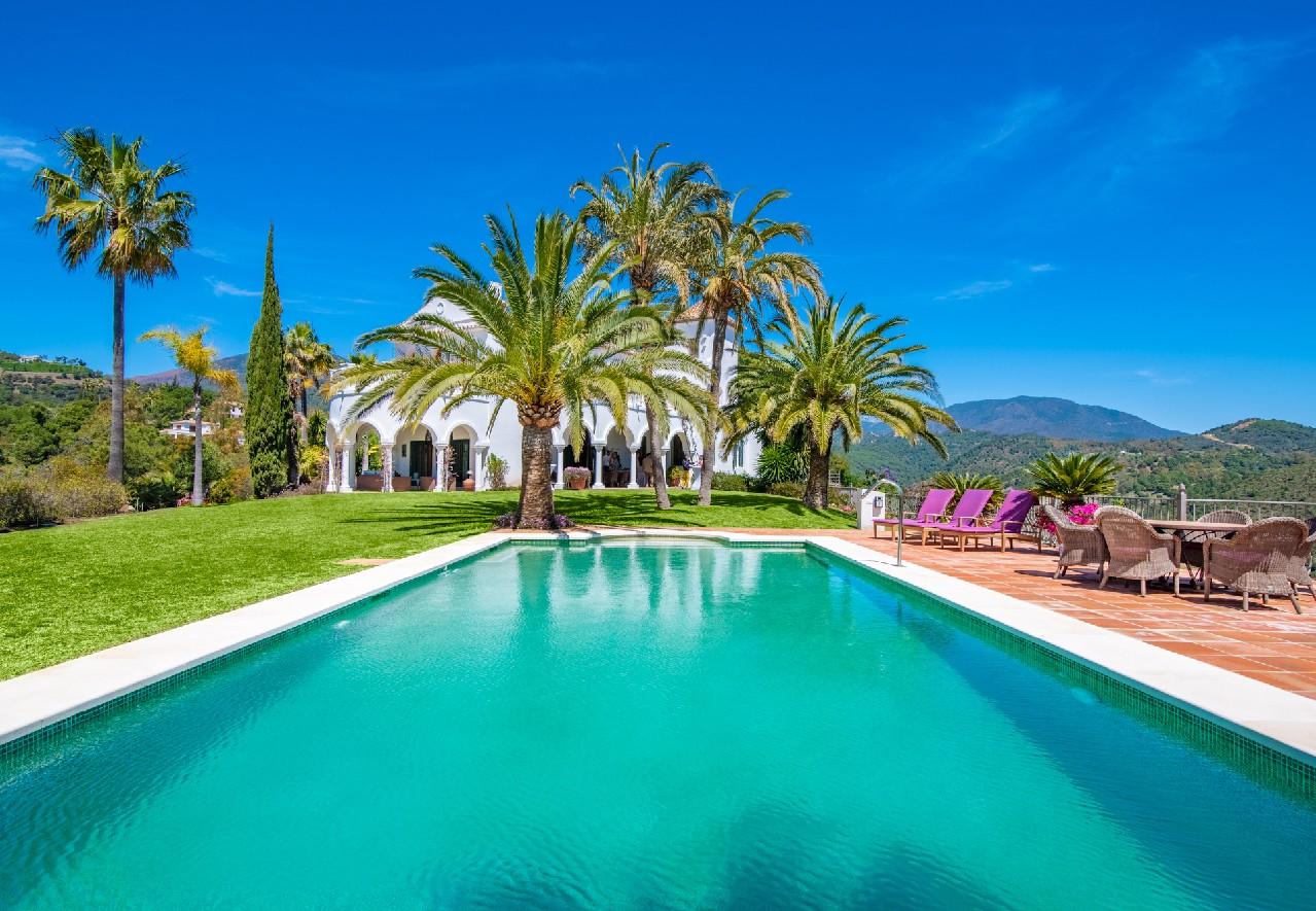 VERKAUFT! Villa in privater Gemeinschaft mit Panoramablick in El Madroñal, Benahavis
