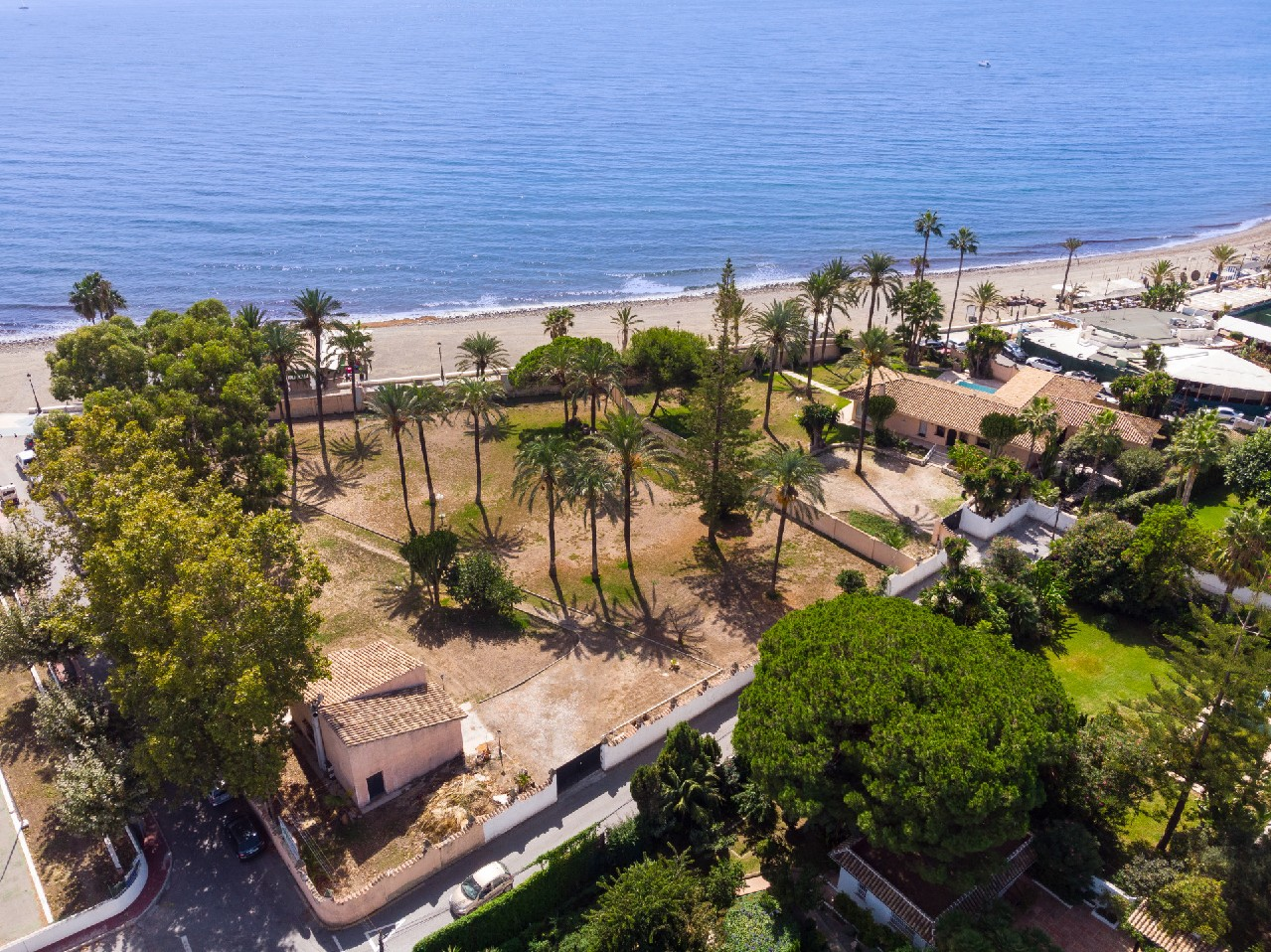 Huge front line beach lot in San Pedro