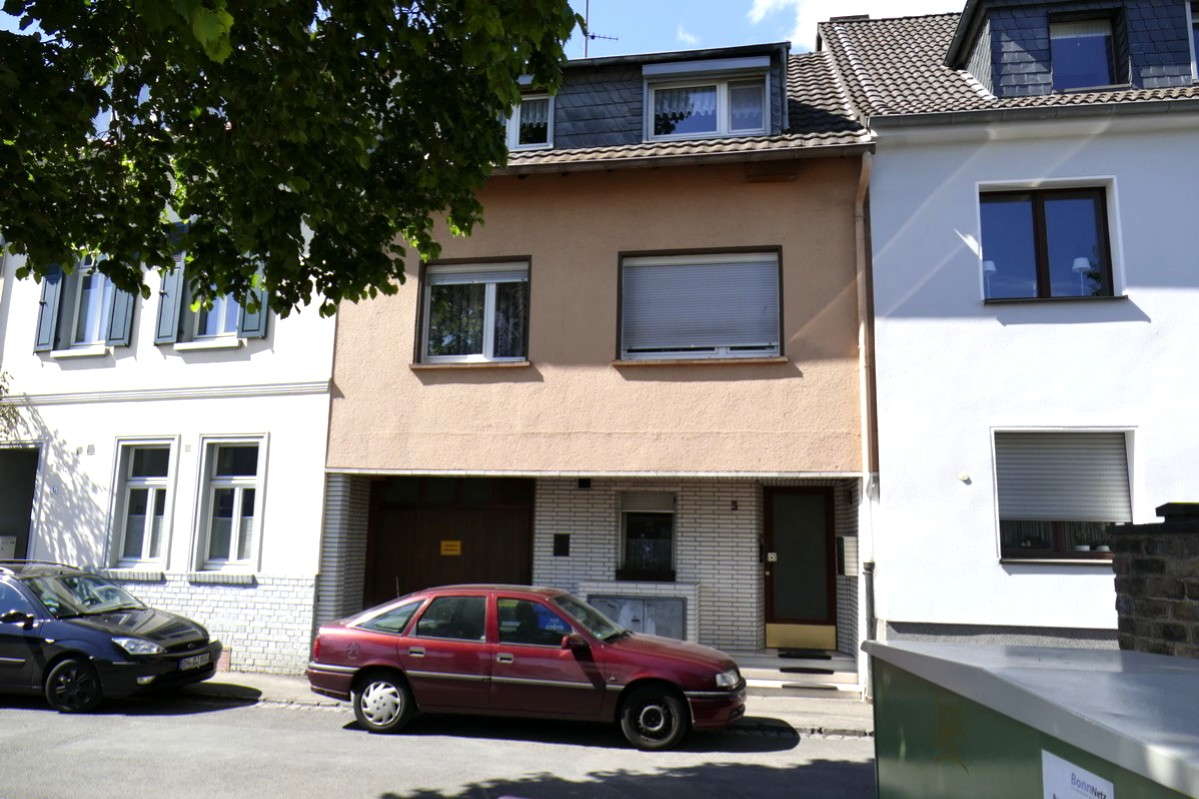 SOLD! Rented 3-party house with potential in the edge of the forest in Bonn-Friesdorf