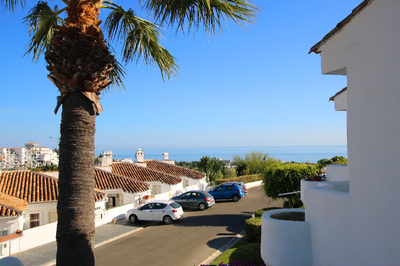Well-maintained terraced house in sea view location in Calahonda (15 km from Marbella)