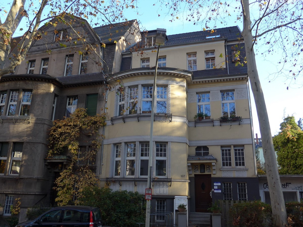 RENTED: Charming 3,5-room apartment in an old building with its own garden in Bonn's Weststadt!