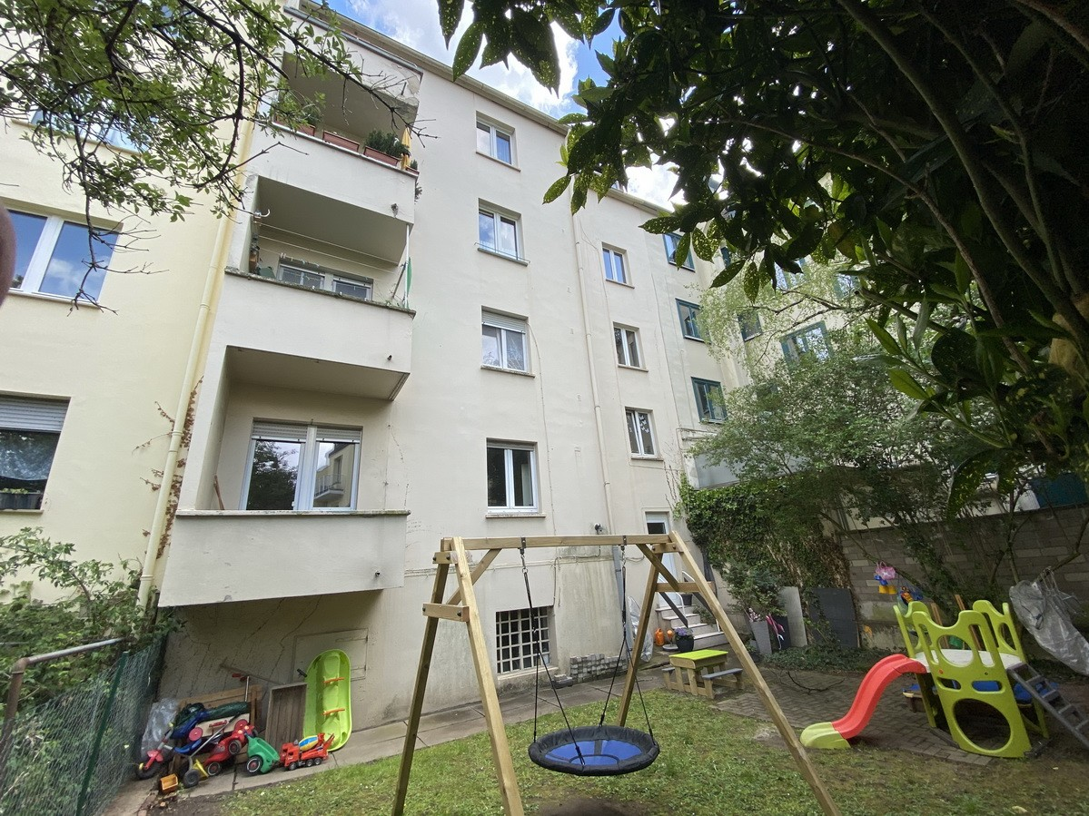 SOLD in May 2021! House of 5 parties in Bonn's northern part of the old town